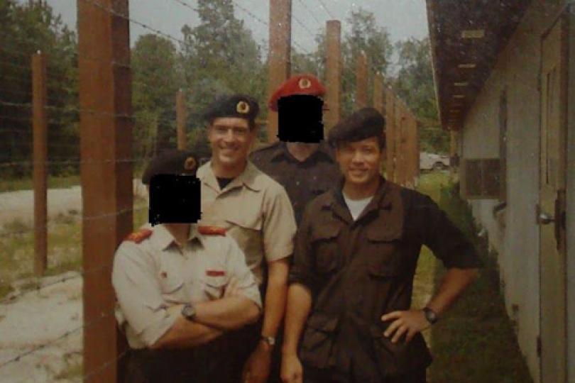 Obóz treningowy SERE. Po prawej Bruce Jessen.