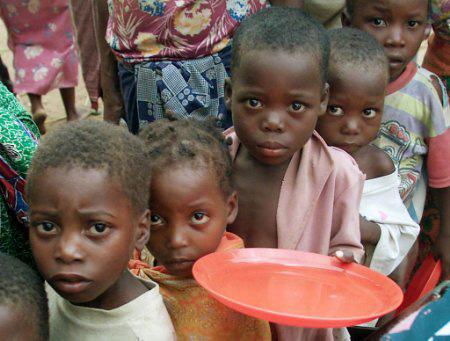 W Afryce zbyt często myśleli o diecie i odchudzaniu, więc przyciągnęli głód  Filipe Moreira , CC BY-SA 2.0